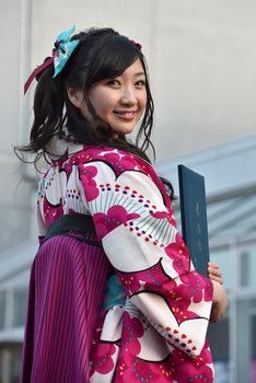 1年前から「卒業式 袴」で検索していたという有安杏果が自ら選んだ袴の後ろ姿。