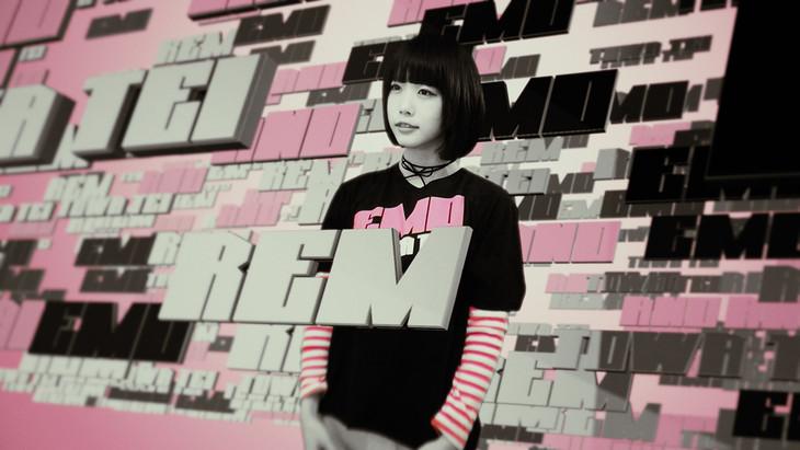 TOWA TEI「REM」のミュージックビデオのワンシーン。