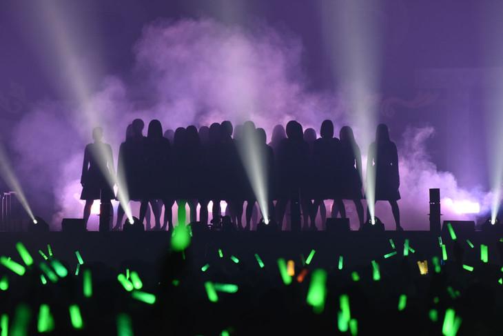 「欅坂46 デビュー1周年記念ライブ」の様子。