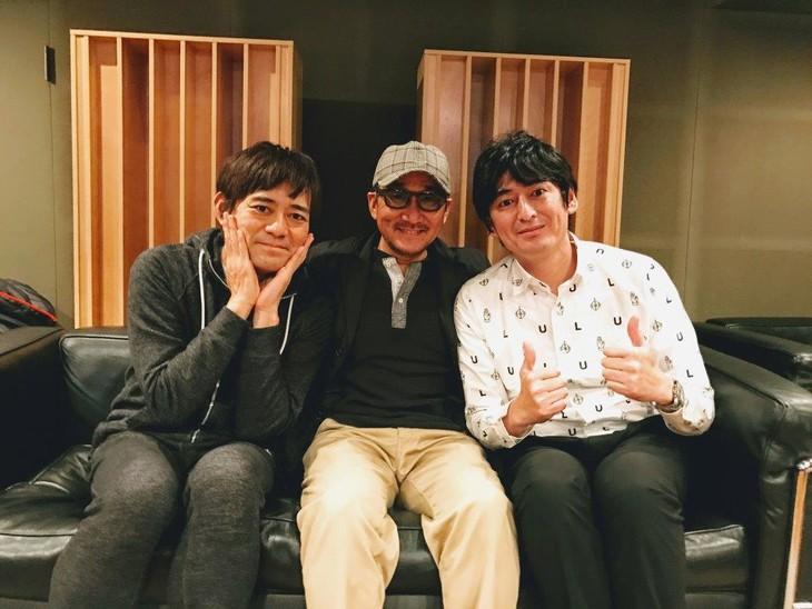Chage(中央)と博多華丸・大吉。
