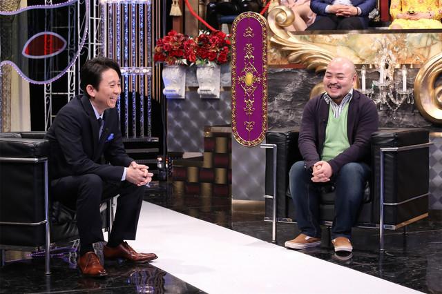 左から有吉弘行、原田曜平。 (c)日本テレビ