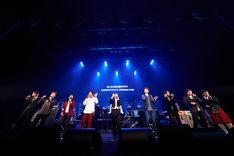 KAN「芸能生活29周年記念 特別感謝活動年 Final Kegimental Live『ロックンロールに拿捕(だほ)されて』」の様子。
