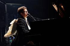 KAN「芸能生活29周年記念 特別感謝活動年 Final Kegimental Live『ロックンロールに拿捕(だほ)されて』」の様子。(写真提供:アップフロント)