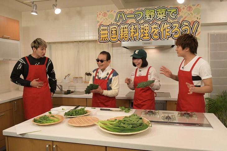 「タモリ倶楽部」のワンシーン。左からJOY、タモリ、DJみそしるとMCごはん、小林豊(BOYS AND MEN)。(c)テレビ朝日