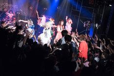 「MODERN ANARKIMIZM TOUR 2017」最終公演の様子。