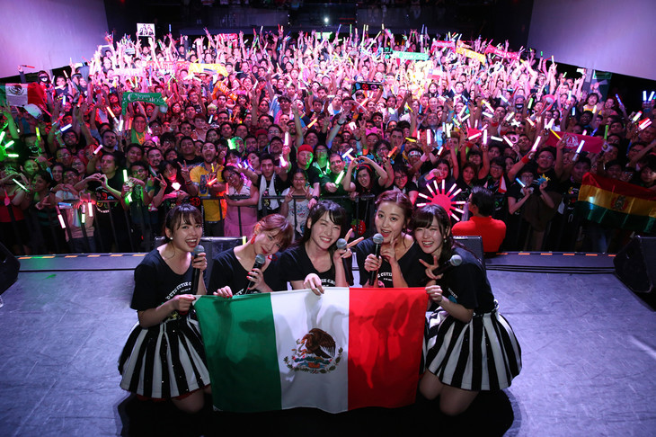 「℃-ute Cutie Circuit 2017~iDe vuelta a Mexico!~」の様子。(c)UP-FRONT PROMOTION