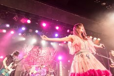 「キチ編」での大森靖子のライブの様子。(Photo by Masayo)