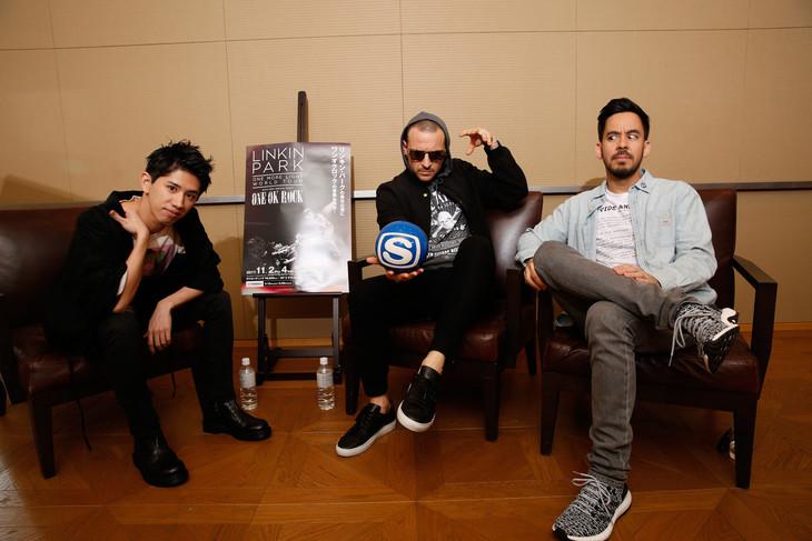 左からTaka(ONE OK ROCK)、チェスター・ベニントン(Linkin Park)、マイク・シノダ(Linkin Park)。