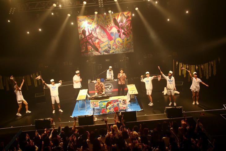 マグロ解体ショーの様子。(Photo by Shigeo Kosaka)