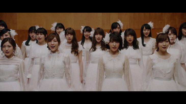 AKB48「願いごとの持ち腐れ」のミュージックビデオのワンシーン。