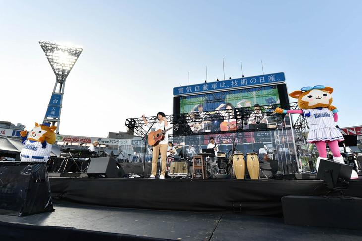 「HATA MOTOHIRO 10th Anniversary LIVE AT YOKOHAMA STADIUM」の様子。(Photo by Kayoko Yamamoto)