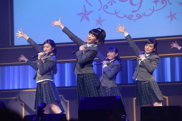 2017年度生徒会メンバー。左からトーク委員長の岡田愛、顔笑れ!!委員長の岡崎百々子、教育委員長の麻生真彩、生徒会長の山出愛子。