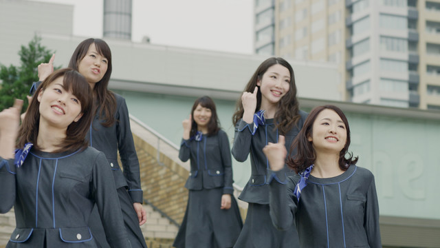 東池袋52「わたしセゾン」ミュージックビデオのワンシーン。