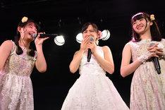 第1期メンバーの我妻桃実、神岡実希、鉄戸美桜(左から)。
