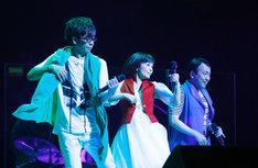 バナナフリッターズ「BANANA FRITTERS A-Go-Go!!! Re:LIVE 2017」の様子。(写真提供:ワーナーミュージック・ジャパン)