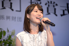 「プリュメ街」を歌唱する生田絵梨花。