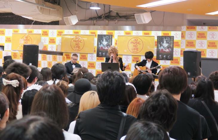 KAMIJOが6月11日に東京・タワーレコード新宿店で開催したインストアイベントの様子。