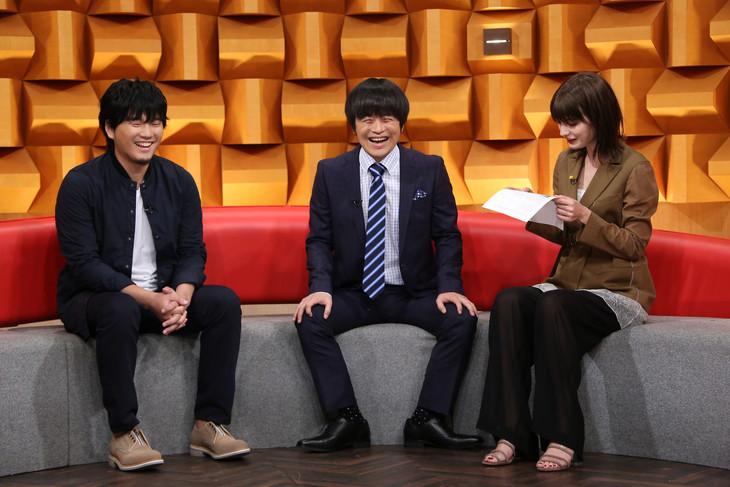 左から秦基博、バカリズム、マギー。(c)日本テレビ