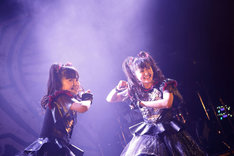 YUIMETAL(Scream, Dance)とMOAMETAL(Scream, Dance)。(Photo by Tsukasa Miyoshi [Showcase])