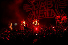 「BABYMETAL US TOUR 2017 SPECIAL HEADLINE SHOW IN LA」の様子。(Photo by Tsukasa Miyoshi [Showcase])