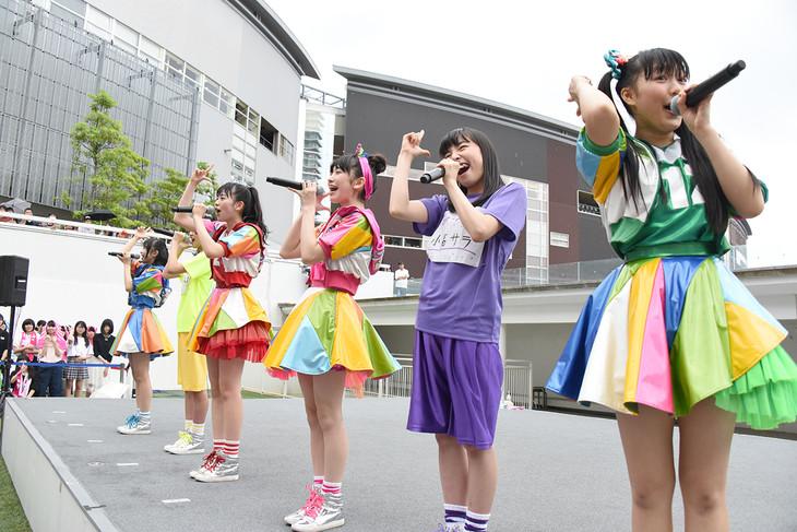 ときめき▽宣伝部「ときめき▽宣伝部 ~5th SEASON~ 大胆 震撼 烈火のごとく襲来ドーン!ツアー!リターンズ」東京・ららぽーと豊洲シーサイドデッキ メインステージ公演の様子。