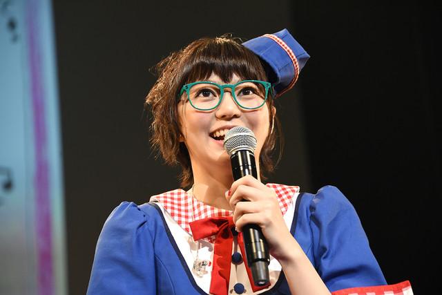 安本彩花生誕ソロライブ「歌って!踊って!歌謡ショー!!安安(やすやす)」の様子。