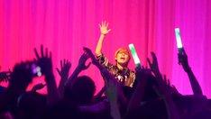 アメリカ・ロサンゼルスで行われた「Hatsune Miku 10th Anniversary Dance Party presented by JUST DANCE 2018」の様子。(写真提供:トイズファクトリー)