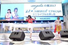 ニューシングル「全力☆Summer!」を披露するangela。