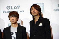 左からJIRO(B)、TAKURO(G)。