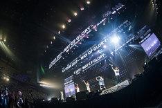 AAA「ARENA TOUR 2017 -WAY OF GLORY-」北海道・真駒内セキスイハイムアイスアリーナ公演の様子。(写真提供:エイベックス)