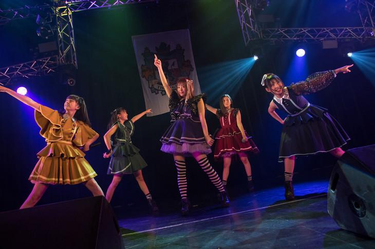 """マジカル・パンチライン「1stワンマンライブ """"World's End Wonderland: Episode I""""」の様子。(提供:林晋介)"""