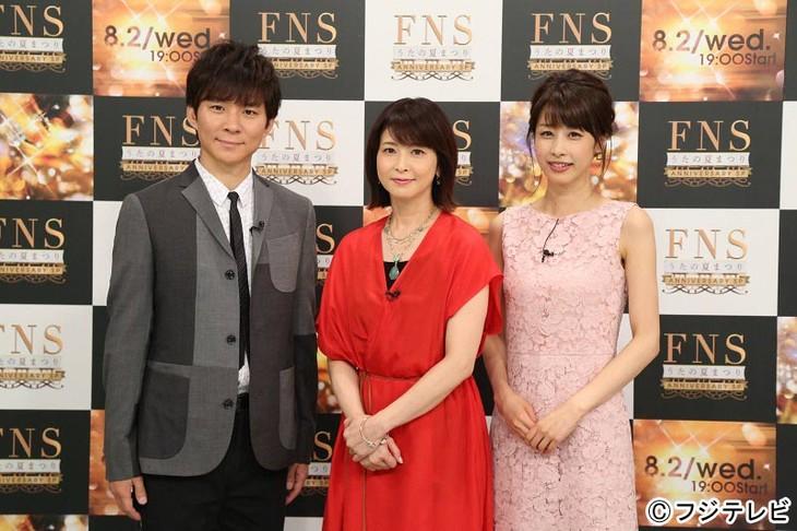 「FNSうたの夏まつり~アニバーサリーSP~」司会の渡部建、森高千里、加藤綾子(左から)。(c)フジテレビ