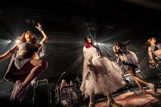 大森靖子とアップアップガールズ(仮)。(Photo by Masayo)