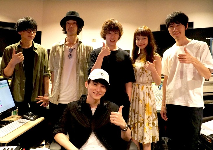 Czecho No Republic(後列)とSKY-HI(手前)。