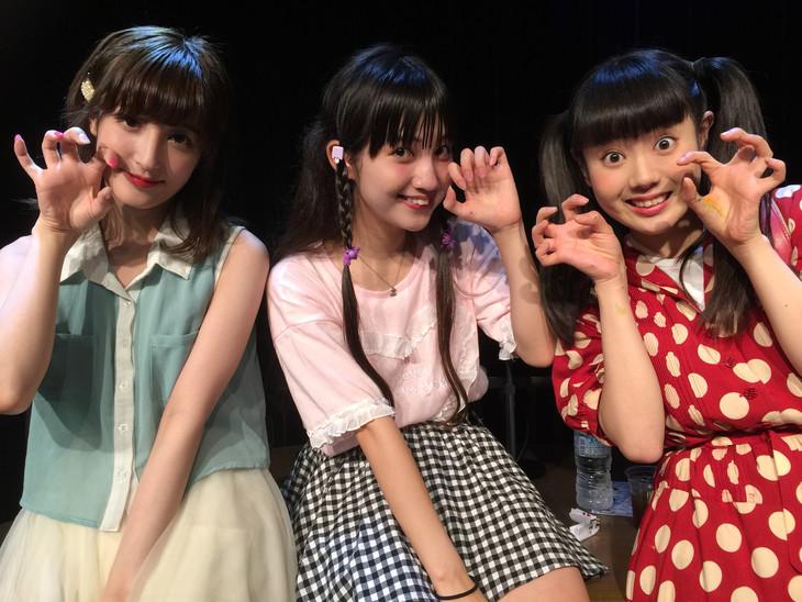 左から新希咲乃、西井万理那、宇佐蔵べに。