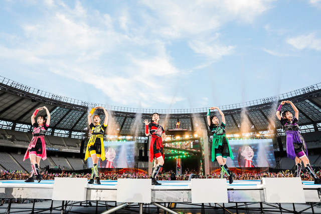 人気画像2位は「ももクロ、スポーツと融合した4年ぶり『夏のバカ騒ぎ』で味スタに10万人動員」より、ももいろクローバーZ。(Photo by HAJIME KAMIIISAKA+Z)