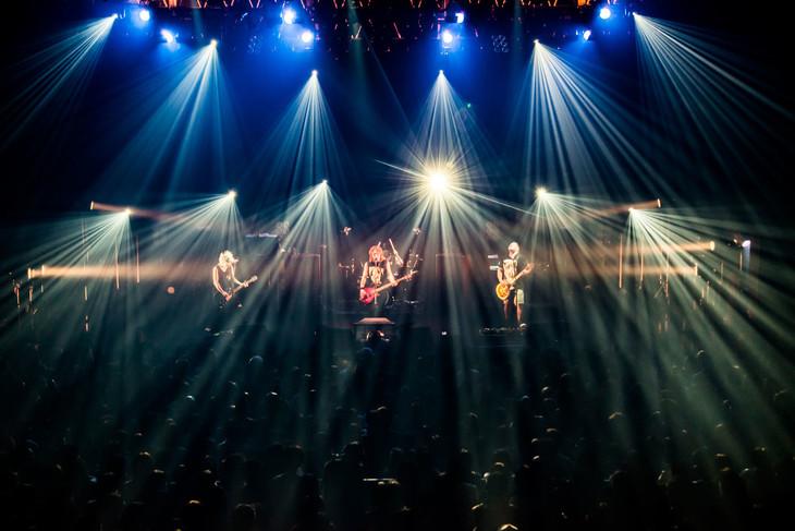 J「J 20th Anniversary Tour」東京・EX THEATER ROPPONGI公演の様子。