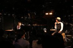 左から小谷美紗子、中村一義。(撮影:當摩果奈絵)