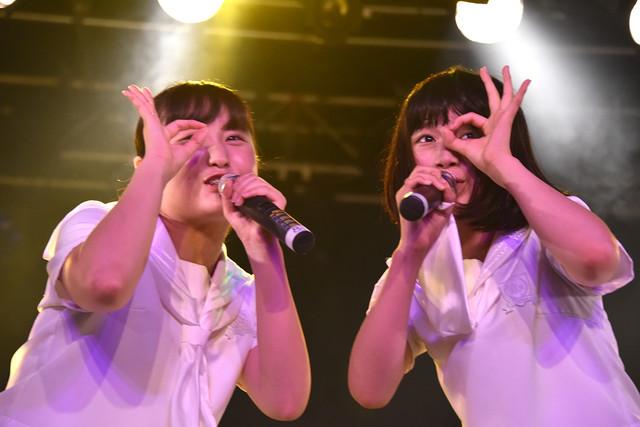 左から新井乃亜、石野理子。