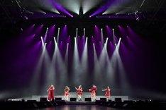 アリアナ・グランデ「ARIANA GRANDE DANGEROUS WOMAN TOUR」日本公演でオープニングアクトを務めたLittle Glee Monster。。(写真提供:ソニー・ミュージックレーベルズ)