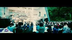My Hair is Bad「ハイパーホームランツアー」東京・日比谷野外大音楽堂公演「アフターアワー」のライブ映像のワンシーン。
