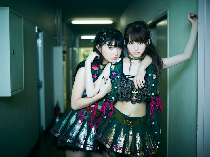 The Idol Formerly Known As LADYBABY。左から黒宮れい、金子理江。