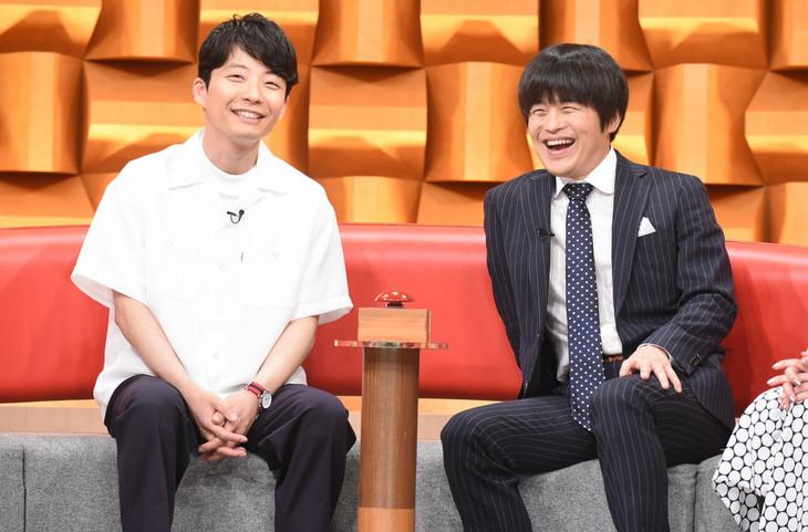 星野源とバカリズム。 (c)日本テレビ