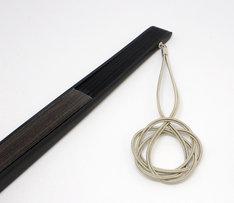 KenKenの使用済みベース弦を使用した扇子。
