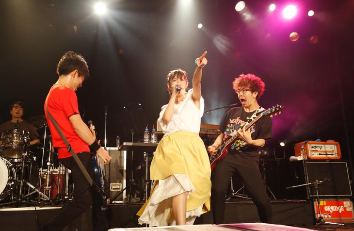 """「小松未可子TOUR 2017 """"Blooming Maps""""」最終公演の様子。(撮影:森久)"""