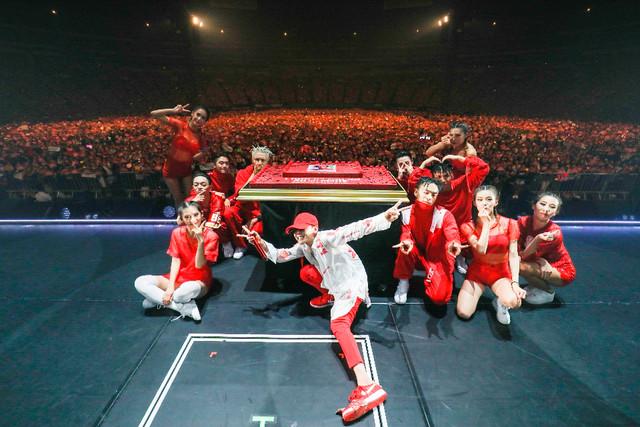 「G-DRAGON 2017 WORLD TOUR <ACT III, M.O.T.T.E> IN JAPAN」福岡・福岡 ヤフオク!ドーム公演の様子。