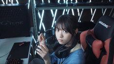 西野七瀬(乃木坂46)が登場するマウスコンピューター「mouse 山田君の新人研修日記」第1弾動画のワンシーン。