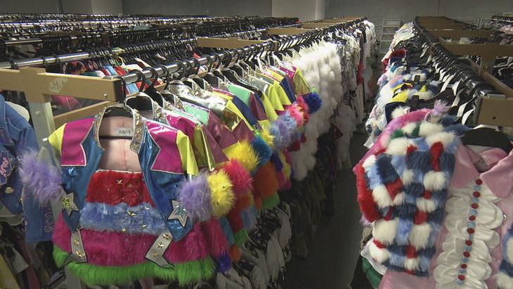 AKB48グループの衣装工房の様子。(写真提供:NHK)