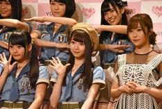 左から齊藤なぎさ、大谷映美里、指原莉乃(HKT48)。