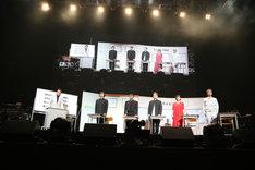 「ライミング講座」の様子。左からKREVA、三浦大知、AKLO、JAY'ED、絢香、久保田利伸。